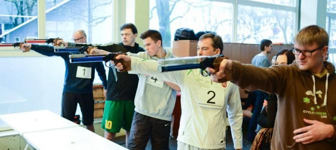 Sporto žurnalistai išbandė šiuolaikinę penkiakovę