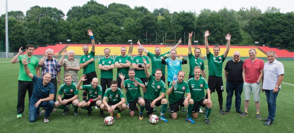 Tarptautinė sporto žurnalistų diena paminėta futbolo aikštėje