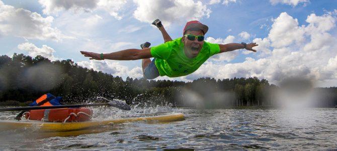 Geriausioje rugsėjo sporto nuotraukoje – teisėjo skrydis