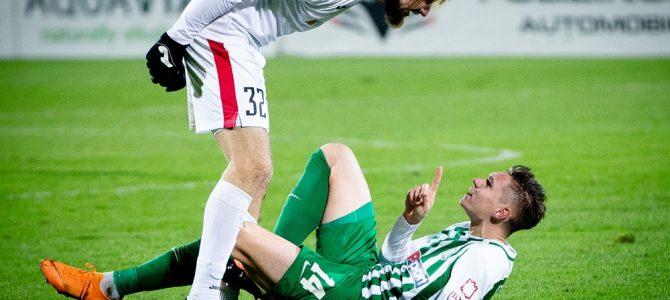 Geriausioje lapkričio sporto nuotraukoje – karštas futbolininkų pokalbis