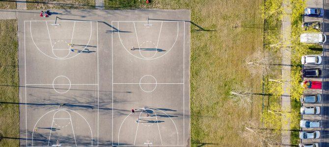 Geriausioje balandžio mėnėsio sporto nuotraukoje – meilė krepšiniui pandemijos metu