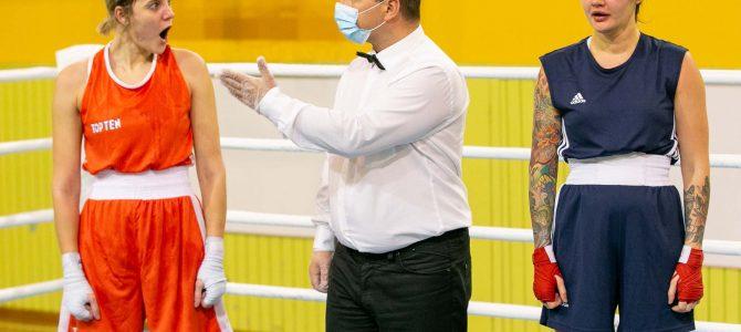 Geriausioje lapkričio sporto nuotraukoje – moteriškos emocijos bokso ringe